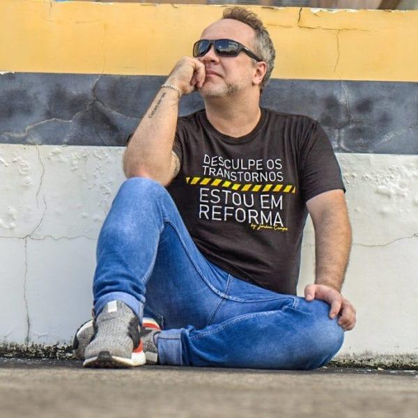 Camisa com Estampa Desculpe os Transtornos - Masculina Preta
