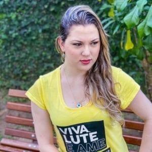 Camisa com Estampa VIVA LUTE - Feminina Amarela.